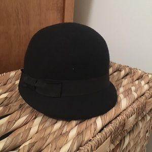 Accessories - Classic black riding hat.  Great condition.